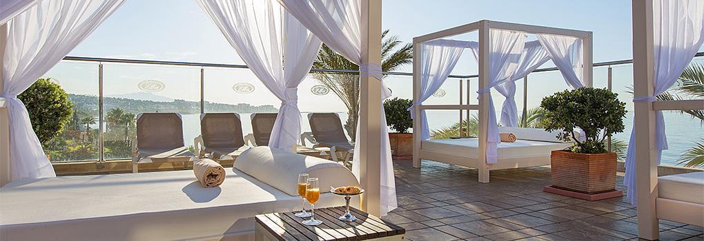 Zona de Camas Balinesas | hotel Elba Estepona