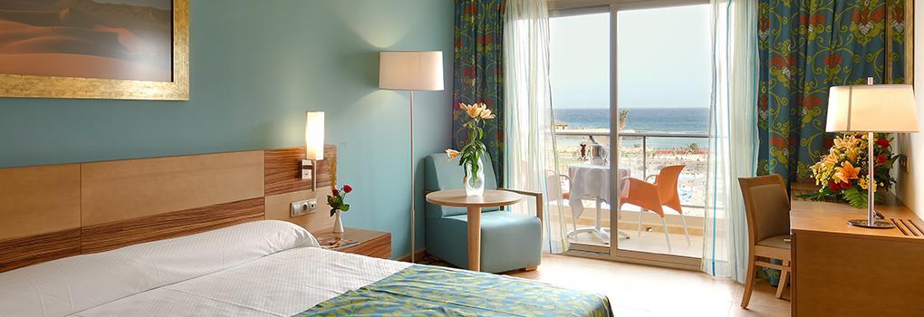 Große Zimmer mit hervorragendem Aussicht aufs Meer in Hotel Elba Carlota