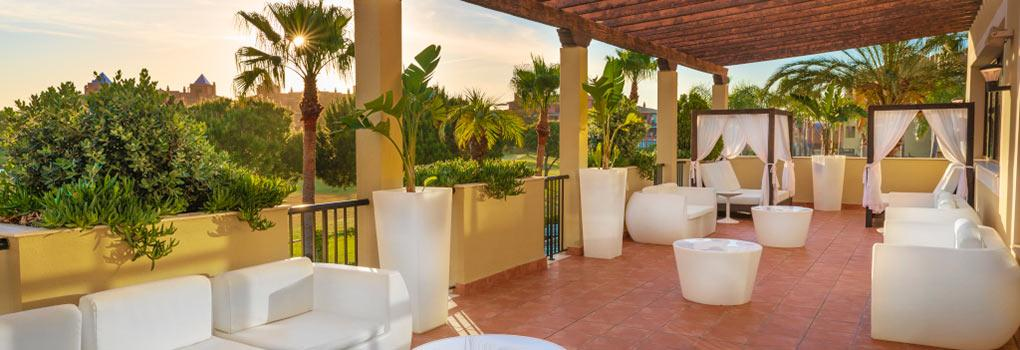 Agradable terraza del lobby bar