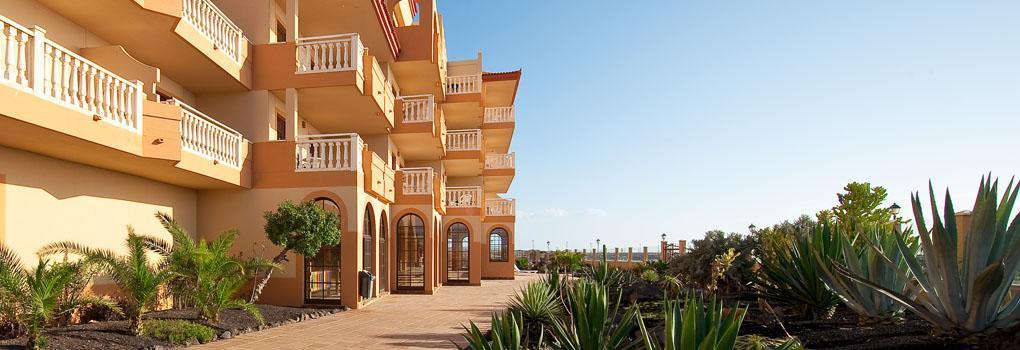 Vista exterior de los jardines del hotel