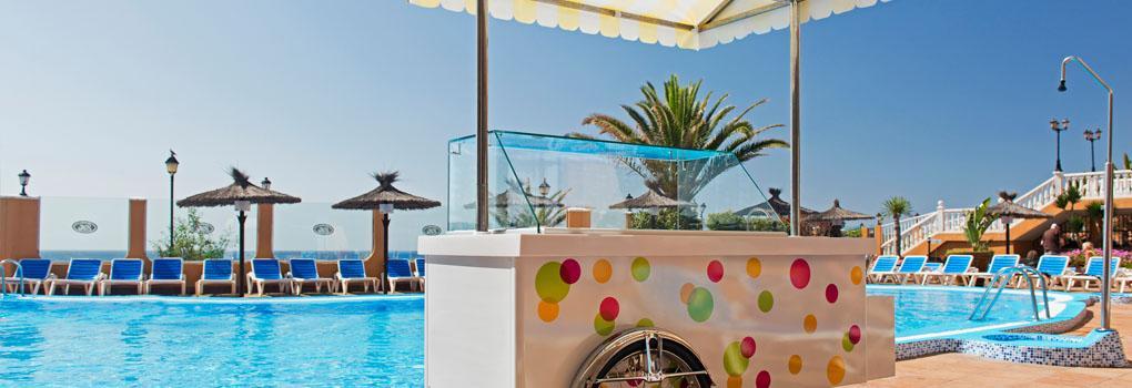 Carrito de helados en la piscina