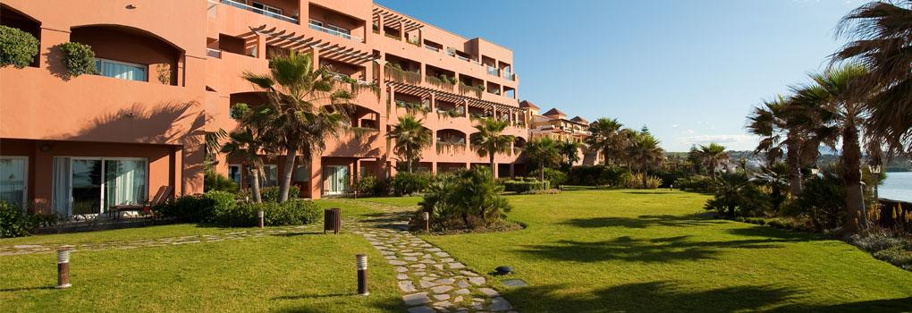 A view of the hotel Elba Estepona from its gardens