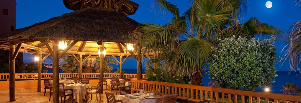 Dining alfresco at night in the hotel Elba Estepona
