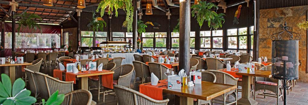 Vista del restaurante bar piscina Grill Tucán