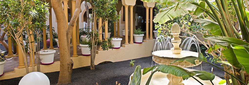 Fuente en el patio interior del hotel