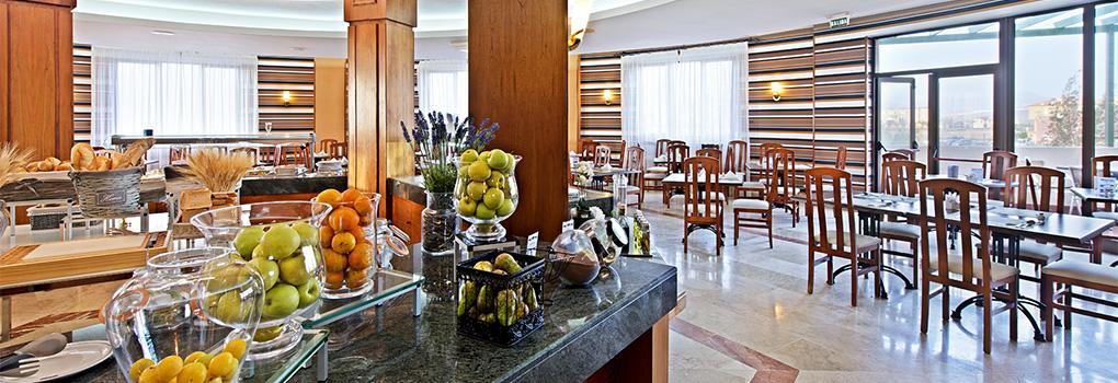 Restaurante buffet del hotel Elba Lucia