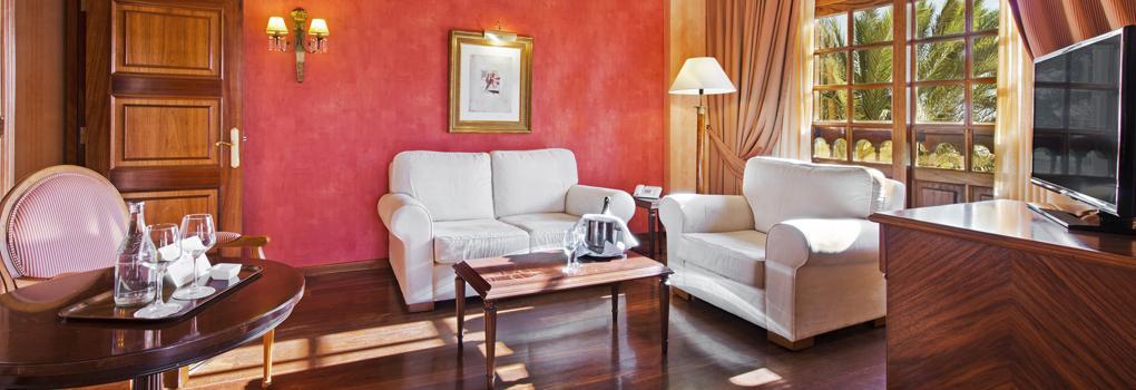Suiten des Hotels Elba Palace Golf mit großen Wohnzimmer