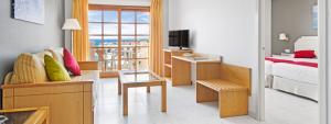 Amplio salón de apartamento con habitación única vista Mar en Elba Castillo San Jorge Antigua