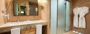 Baño de la Suite Confort en Elba Almería
