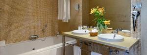 Cómodo baño en Habitación Familiar Elba Carlota