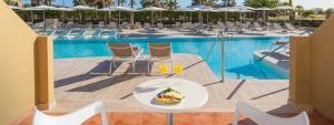 De la cama a la piscina en Elba Costa Ballena