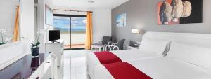 bonitas vistas desde la habitación en Elba Lucía Suite Hotel