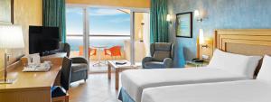 Dos habitaciones dobles comunicadas en Elba Sara Beach