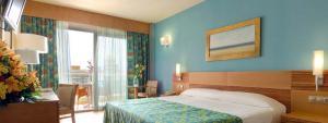 Habitación doble con vistas al mar en Hotel Elba Carlota