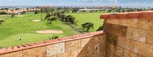 Magníficas vistas al campo de golf y al mar desde la habitación