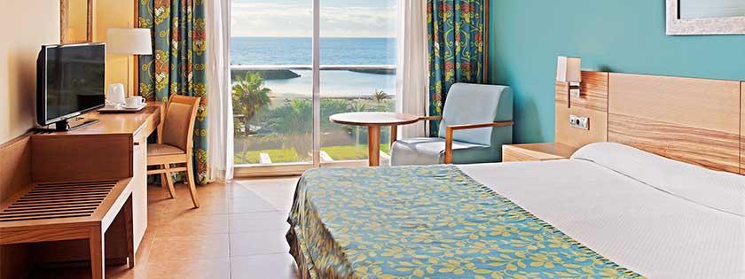 Dormitorio de la Suite Hotel Elba Carlota