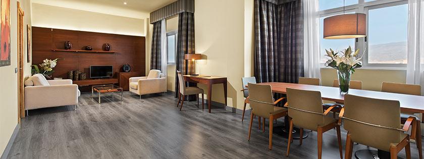 Salón de la Suite en Hotel Elba Almería