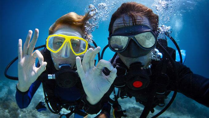 Actividades vital: excursiones, alquiler bicicleta, cursos de buceo y scuba diving.