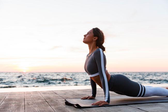 ¿Has probado con el yoga viendo el mar en vacaciones?